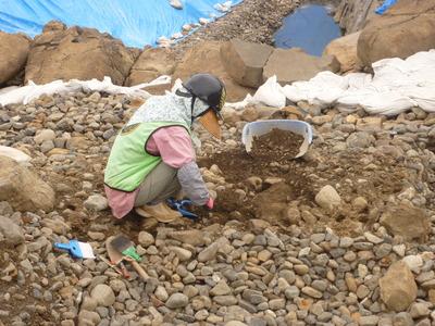 粗礫石清掃工作②.JPG