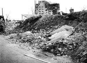 從大火之後的紺屋町看松坂屋的大樓方向的照片靜岡市文化遺產協會倉庫